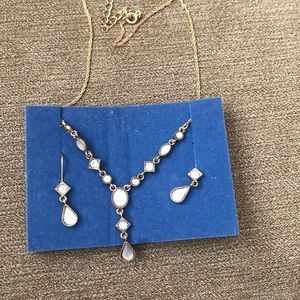 Avon gift set - necklace and earrings